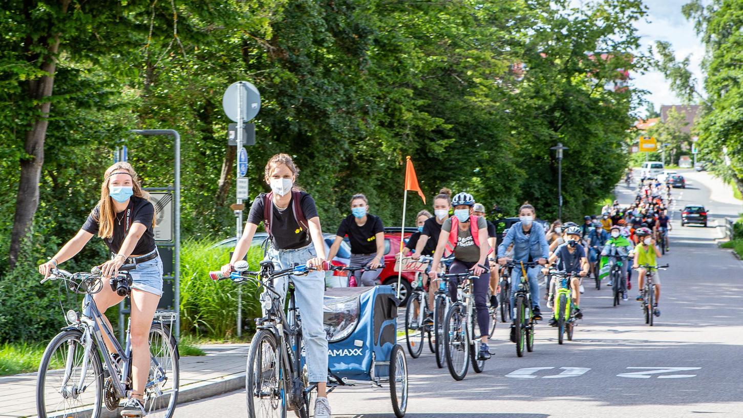 Für umweltbewusste Fortbewegung machten sich die Teilnehmerinnen und Teilnehmer der Fridays-for-Future-Demonstration stark und traten selbst kräftig in die Pedale.