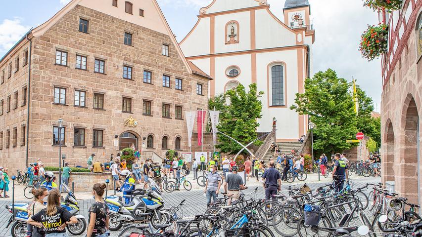 Rad-Parkplatz vor der Hilpoltsteiner Residenz: DieFortbewegungsmittel derKlimaaktivistenbrauchen weder fossile Brennstoffe, noch allzuviel Platz in der Stadtmitte.