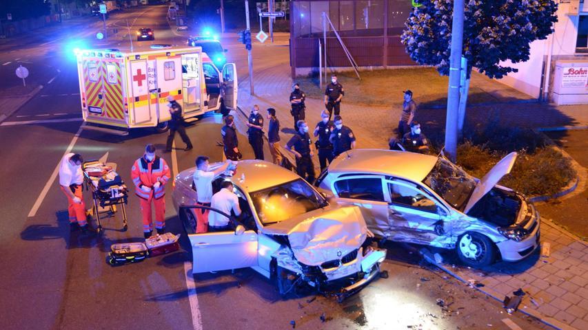 Schwerverletzter nach Unfall in Fürth: BMW und Opel schwer demoliert