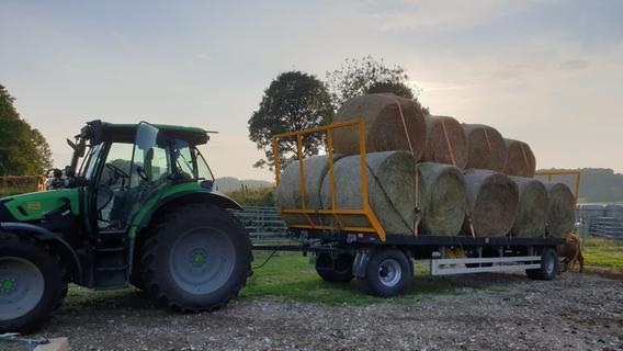 Landwirte aus Franken packen in den Flutgebieten mit an