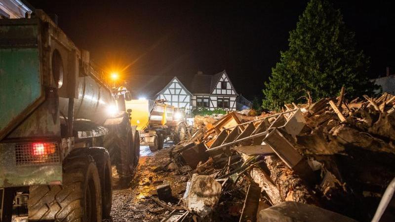 Die Region um Koblenz leidet schwer unter dem Hochwasser der letzten Tage. Jetzt meldet die Polizei Querdenker, die die Lage für sich ausnutzen.