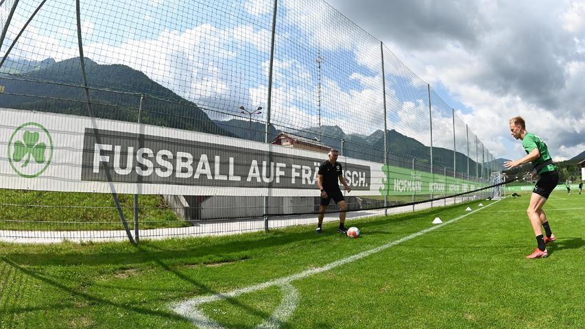 Havard Nielsen dagegen konnte auch am Dienstag nicht mitwirken. Er hat am Samstag beim Testspiel in Ingolstadt einen Schlag aufs Schienbein bekommen und trainiert seitdem nur individuell mit AthletiktrainerMichael Schleinkofer.