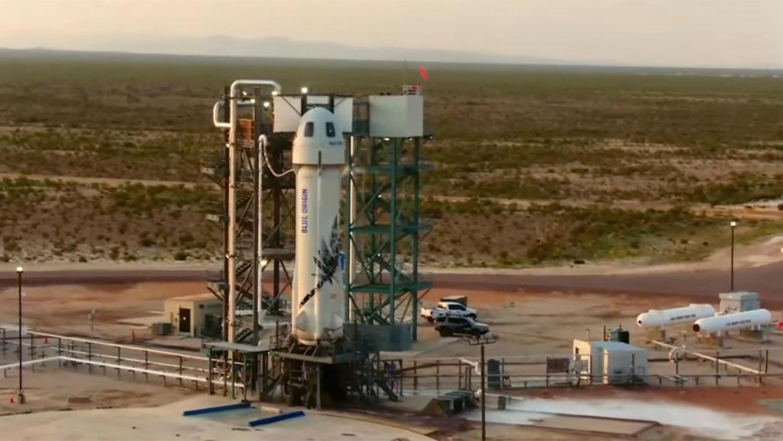 Amazon-Gründer Jeff Bezos ist nach einem Kurz-Ausflug ins Weltall wieder zurück auf der Erde.