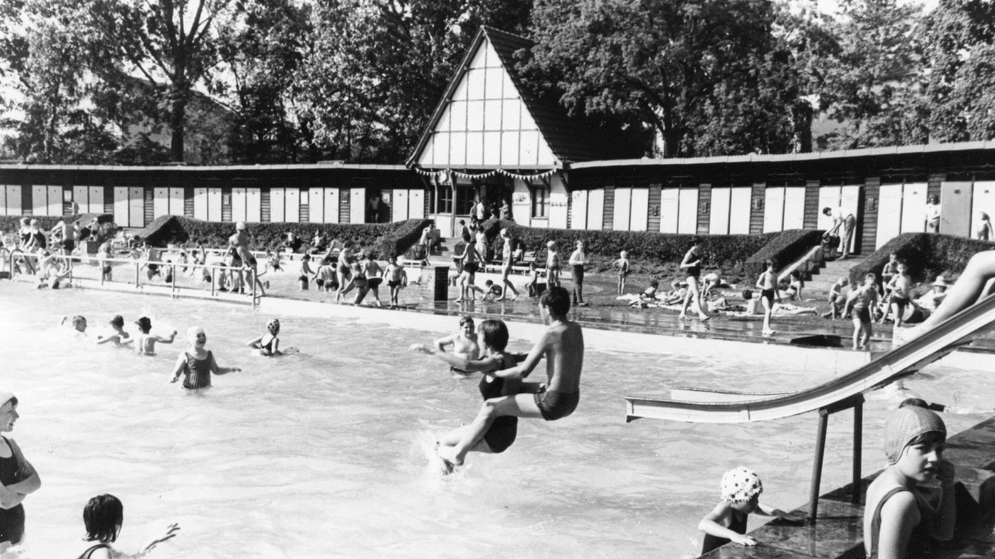 So sah es vor der Sanierung aus: das Herzogenauracher Freibad in der Tuchmachergasse, hier auf einem Archivbild vom Mai 1966.
