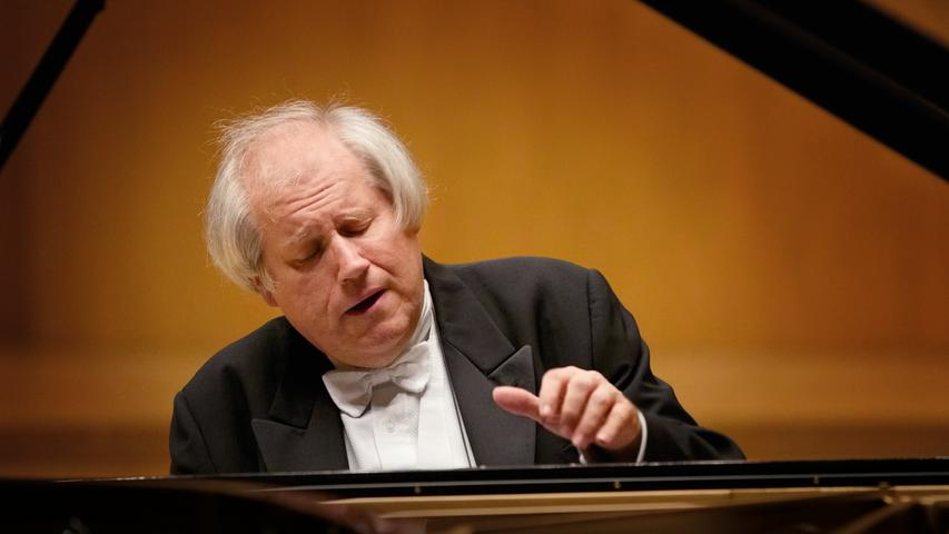 In der Meistersingerhalle wird es ziemlich dunkel sein, wenn er dort auftritt: Grigory Sokolov.