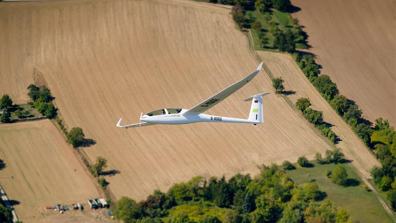Mit dem Elektro-Flugzeug über den Feuerstein fliegen ist jetzt möglich.