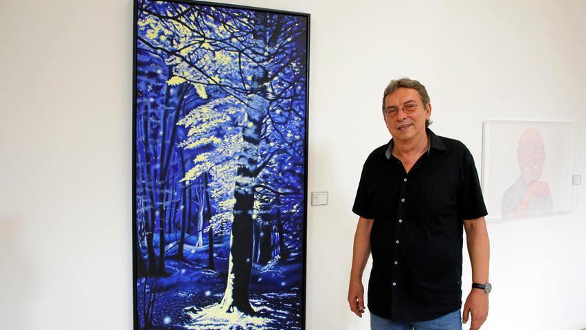 """Norbert Madsius liebt den Wald in leuchtenden Sommernächten. """"Juninacht"""" heißt sein magisch funkelndes Gemälde, für das er den 3. Preis bekommt."""