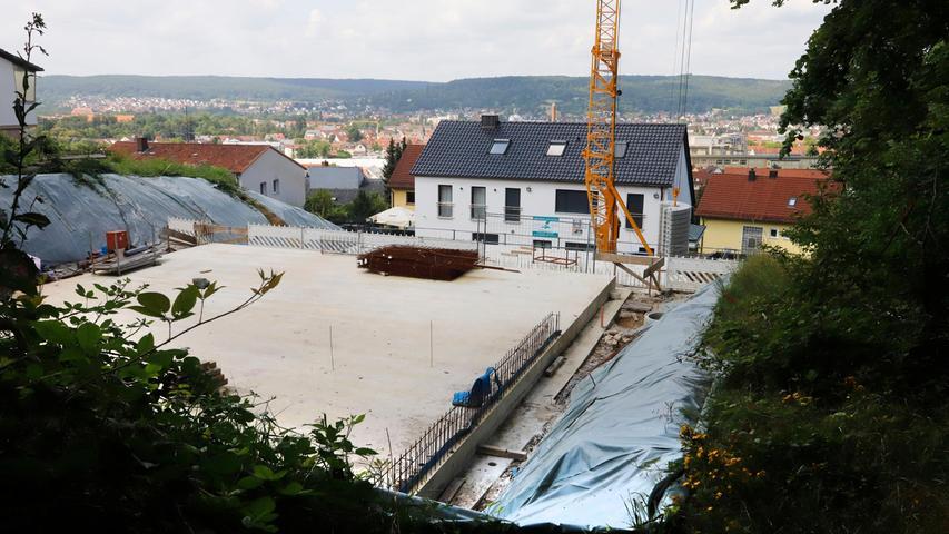 Das Ausmaß des neuen Wohngebäudes ist durch den Blick von oben gut zu erkennen.