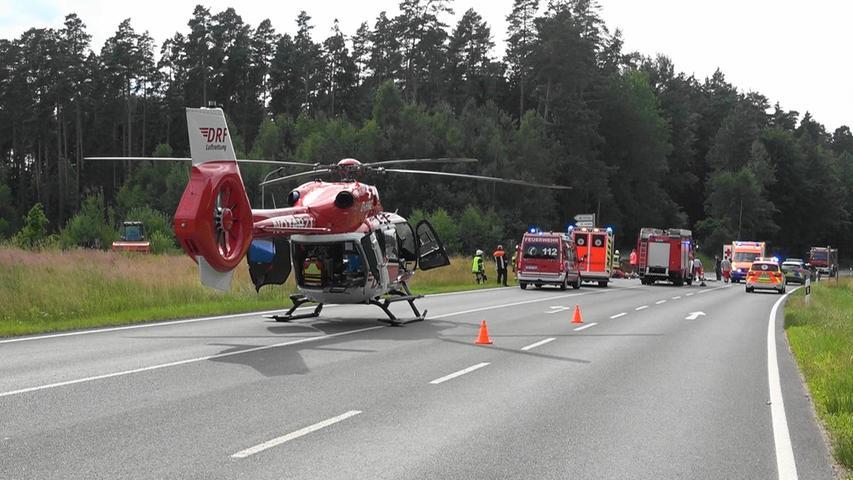 Auch ein Hubschrauber landete an der Unfallstelle.