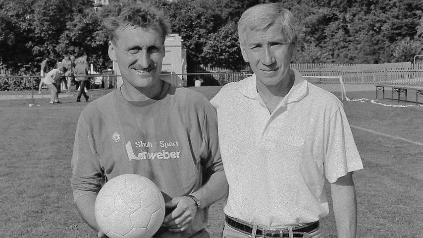"""""""Wo ein Willi ist, ist auch ein Weg."""" So war das Bild der beiden Trainer Willi Wolf (links, TSG Pappenheim) und Willi Entenmann (rechts, 1. FC Nürnberg) vor 25 Jahren im Weißenburger Tagblatt unterschrieben."""