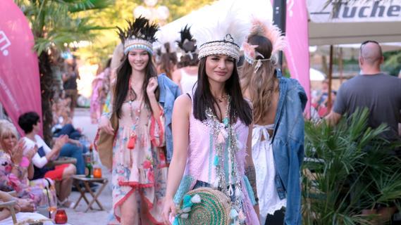 Ibiza-Flair in Nürnberg: Fashionshow zwischen Palmen auf dem Stadtstrand