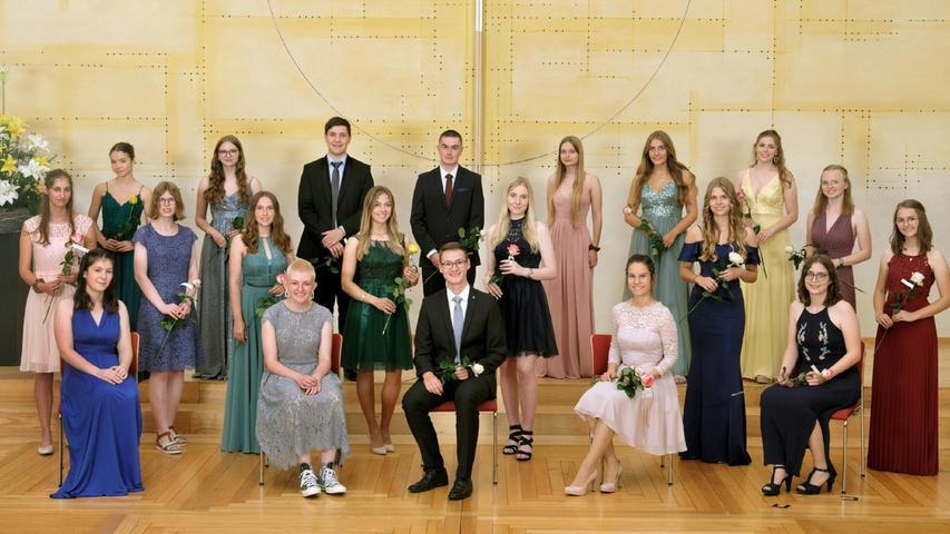 26 Schülerinnen und Schüler des Simon-Marius-Gymnasiums legten ihr Abitur mit einem Notendurchschnitt zwischen 1,1 und 1,9 ab.
