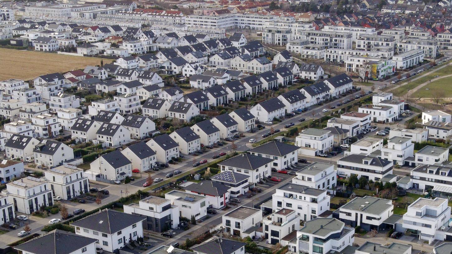 Von einem Einfamilienhaus können Mindestlohnempfänger nur träumen. Aber auch für eine Wohnung reicht es oft nicht.