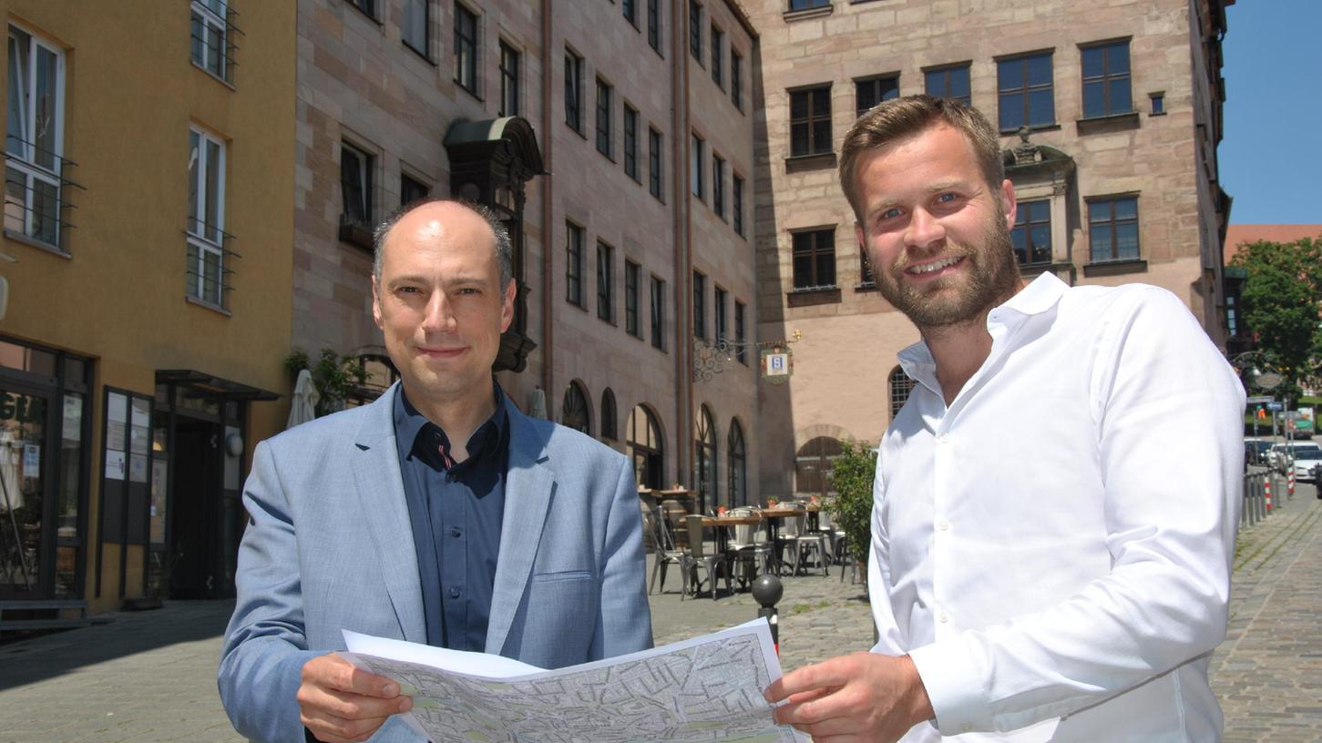 Die CSU-Stadträte Andreas Krieglstein und Max Müller finden es gut, dass die Burgstraße zur Fußgängerzone wird.