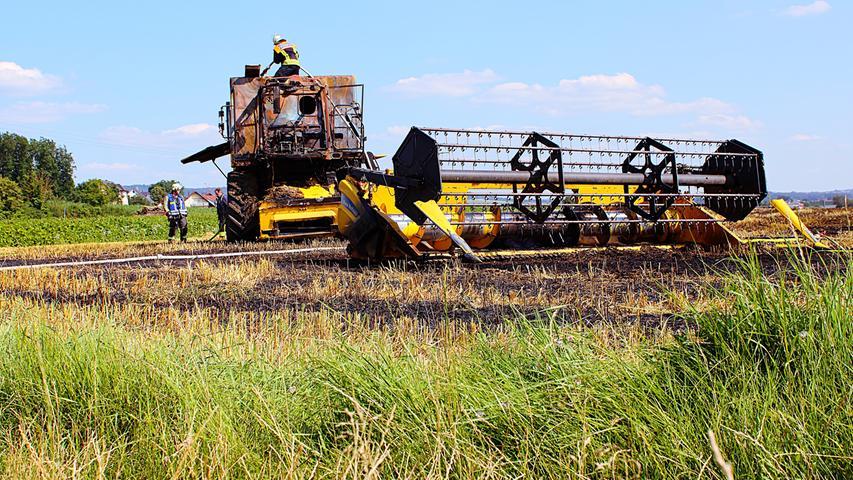 Ein Mähdrescher istbei Unterstürmig in Brand geraten. Foto: Kreisbrandinspektion Forchheim