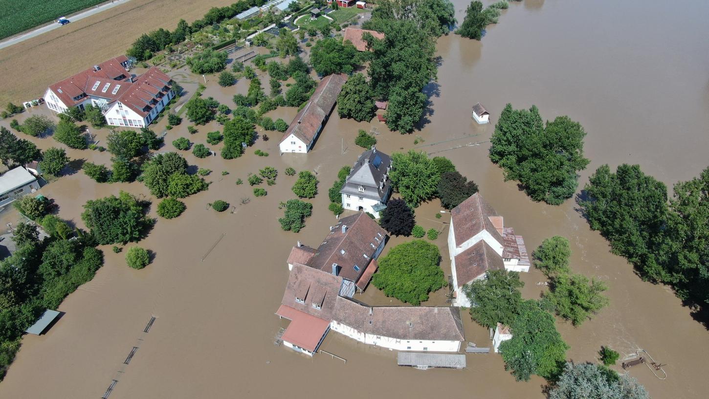 Wasser soweit das Auge reicht: In Höchstadt und Umgebung hieß es vor zwölf Tagen Land unter. Allein dort waren die Feuerwehren an rund 80 Einsatzstellen gefordert.
