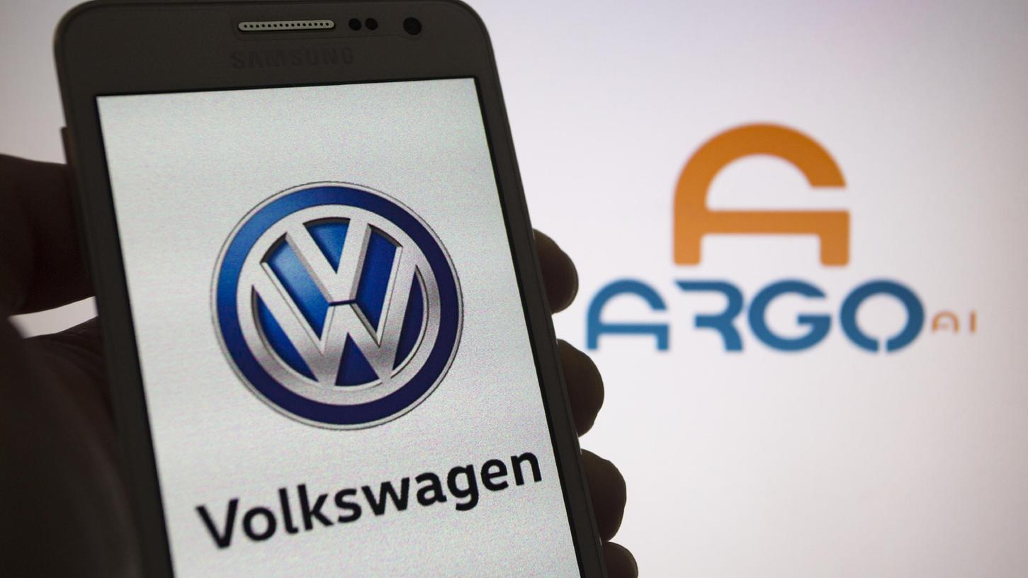Die von Volkswagen und Ford finanzierte Roboterwagen-Firma Argo AI will in den kommenden fünf Jahren bis zu 1000 selbstfahrende Autos beim Fahrdienst-Vermittler Lyft einsetzen.