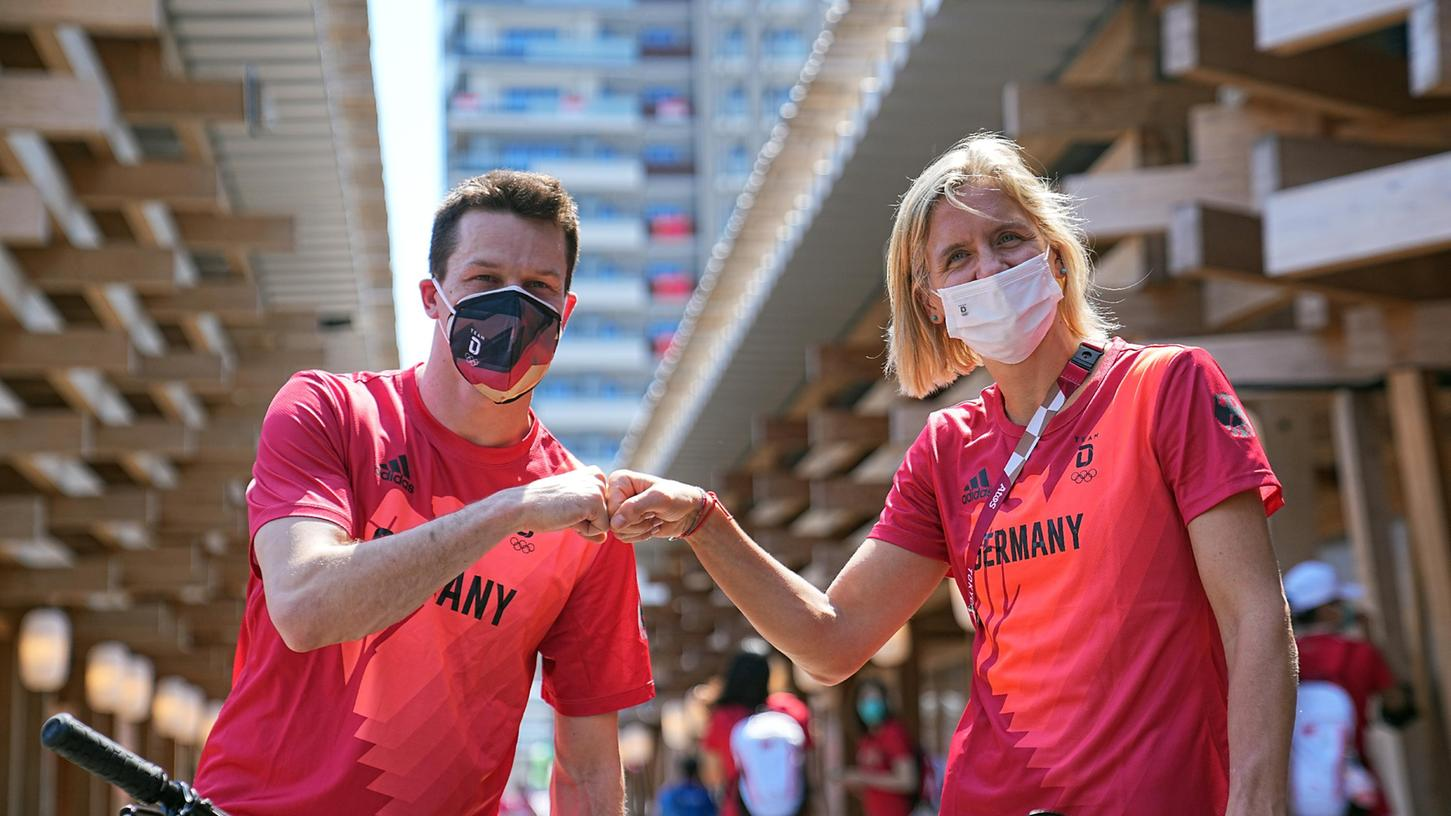 Wasserspringer Patrick Hausding (l) und Beachvolleyballspielerin Laura Ludwig sind die deutschen Fahnenträger.