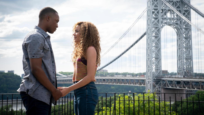 Corey Hawkins als Benny und Leslie Grace als Nina in einer Szene des Musical-Films