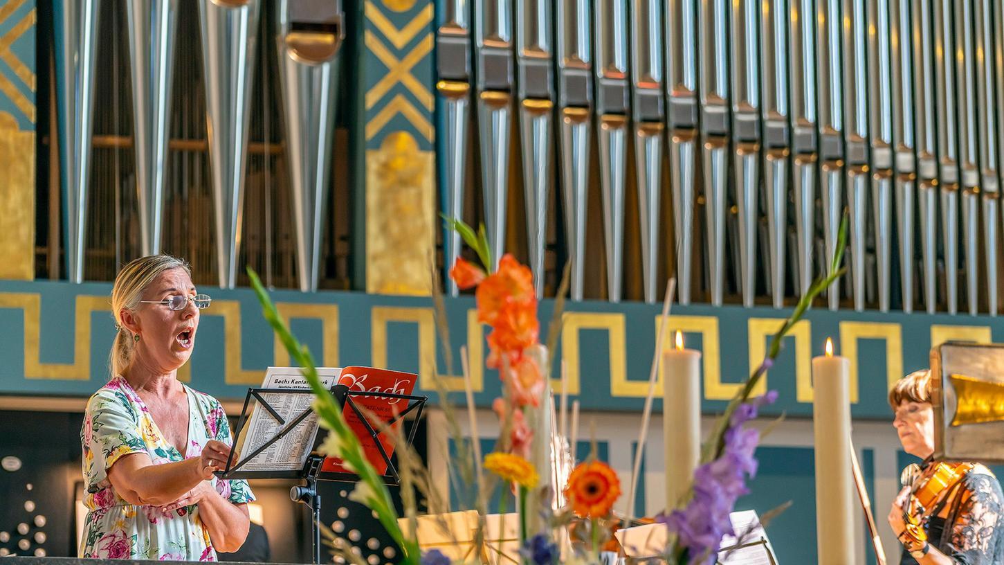 Schwerelose Sopran-Kantilenen lieferte die Sängerin Cornelia Götz zur Einweihung der neuen Klais-Orgel in Sankt Matthäus zu Erlangen.
