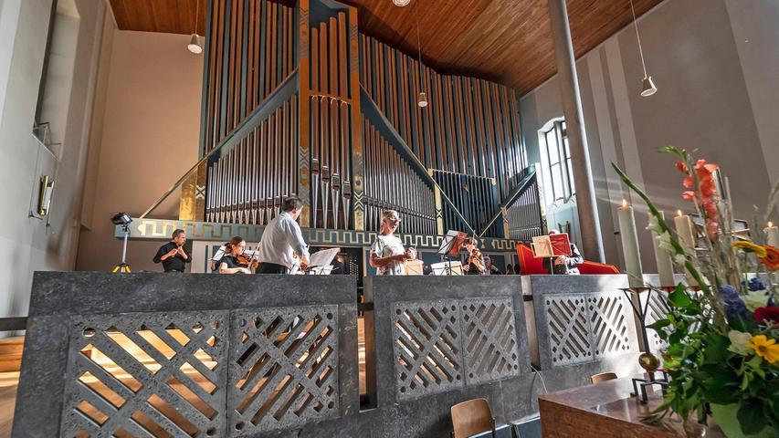 Höhepunkt des Weihetags war ein Händel-Konzert für Orchester und Orgel mit Susanne Hartwich-Düfel
