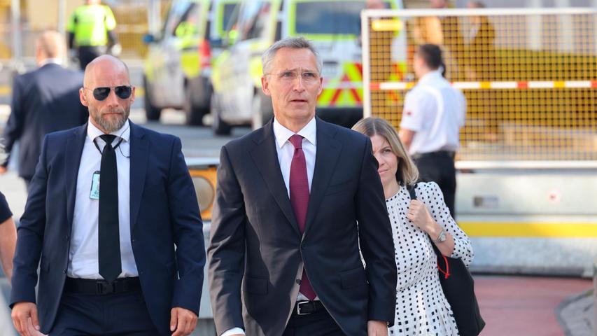 Nato-Generalsekretär Jens Stoltenberg (M) nimmt an einer Gedenkfeier auf Utøya teil.