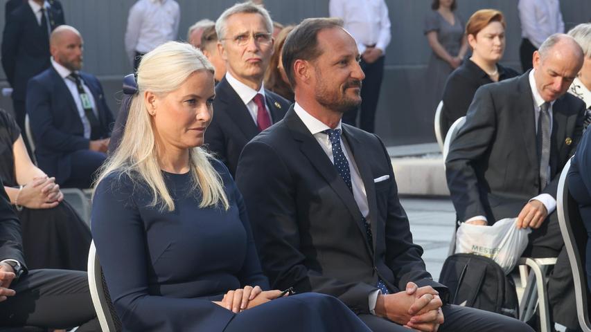 Kronprinzessin Mette-Marit (l-r) von Norwegen und Kronprinz Haakon Magnus (M-r) von Norwegen waren ebenfalls anwesend.