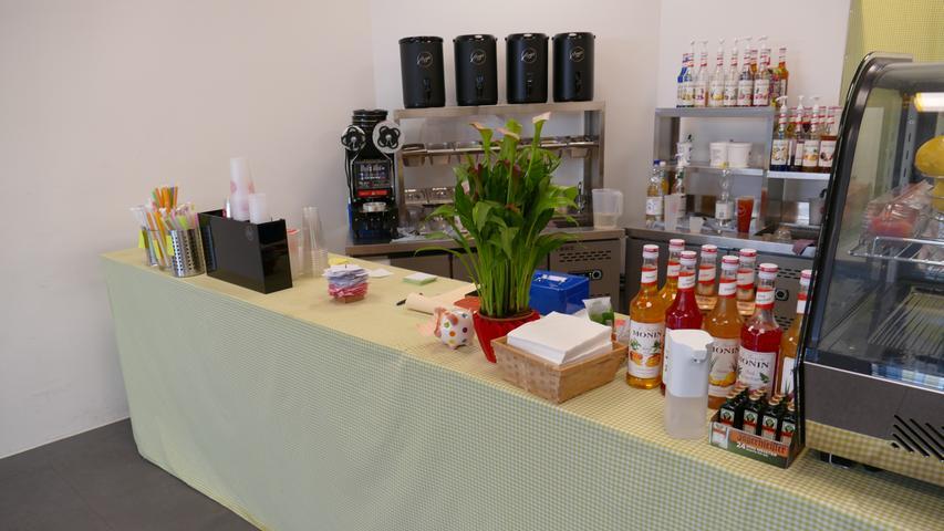 Die 28-jährige Jiayu Chen eröffnete den Laden in der Franz-Ludwig-Straße 2 dieses Jahr am 29. Mai. Neben dem klassischen Bubble Tea stehen auch Kaffee-Sorten(unter anderem auch die Cold Brew Variante), frisch gepresste Säfte oder (Milch-)Tee zur Auswahl.