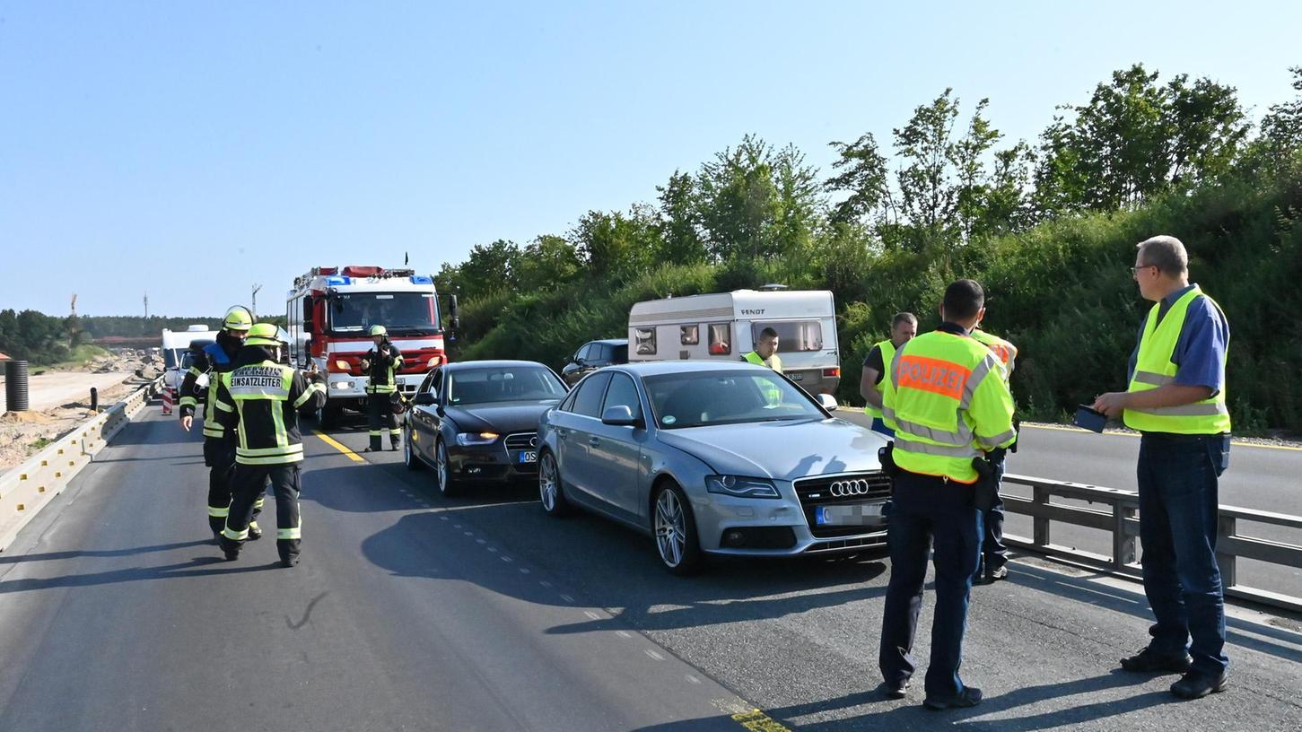 Auf der A3 im Baustellenbereich zwischen Erlangen-West und Frauenaurach hat es einen heftigen Unfall gegeben. Die Autobahn war komplett gesperrt.