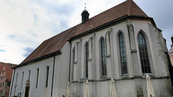 Dachstuhlsanierung der Karmeliterkirche lässt auf sich waren