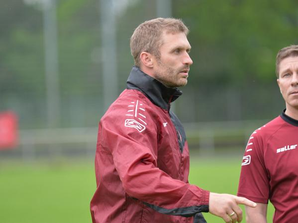 Ex-Profi Jürgen Schmid will sich mit dem ASV Neumarkt in der Bayernliga behaupten.