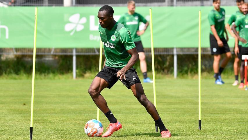 Sie sahen, wie Dickson Abiama und seine Kollegen zwischen Stangen dribbelten, nochmal sprinteten und dann aus kurzer Distanz abschlossen.