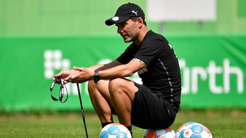 Stefan Leitl dirigierte und pushte seine Spieler lautstark. Er betont immer wieder, wie wichtig ihm eine extrem gute Fitness ist, um die intensive Spielweise auch in der Bundesliga durchziehen zu können.