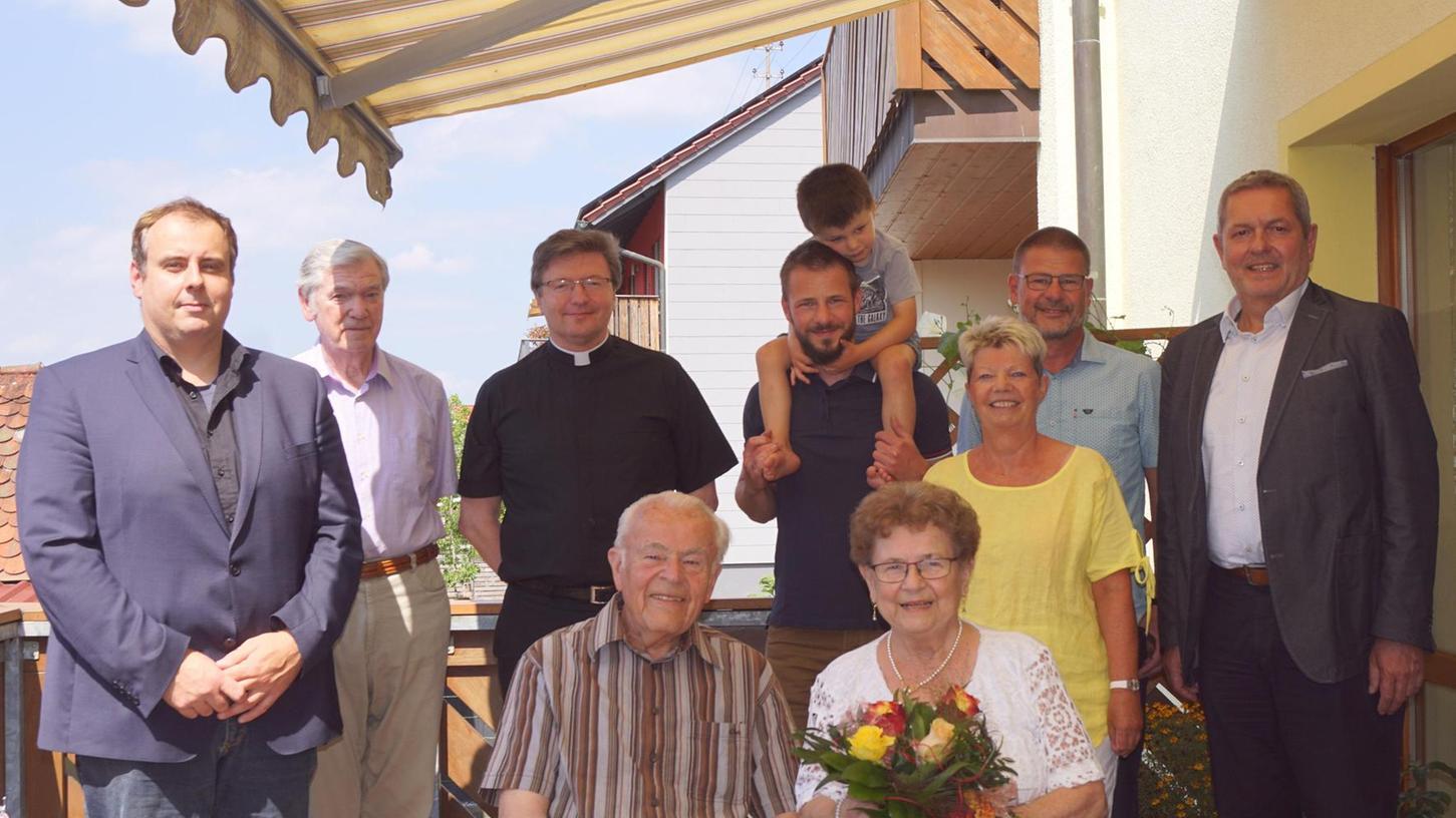 Anneliese und Richard Lehner freuten sich über viele Gratulanten zum Ehejubiläum. Der Jüngste war Urenkel Ben.