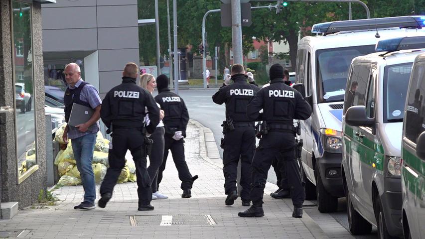 Bei der Ermittlung boten die Beschuldigten den verdeckt ermittelnden Polizeibeamten hochprozentiges Kokain zum Kauf an.