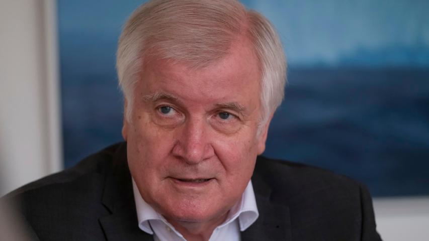 Wann kommt die Warn-SMS, Herr Seehofer? Der Innenminister im Flut-Interview