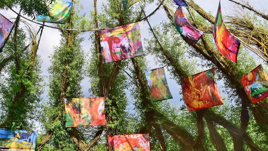 Für Renate Gehrcke, die die Weidenkirche bespielt, ist der Kunstparcours ein Heimspiel.