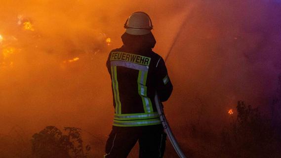 Brand an Bahnlinie: Zugstrecke zwischen Nürnberg und Bamberg war gesperrt