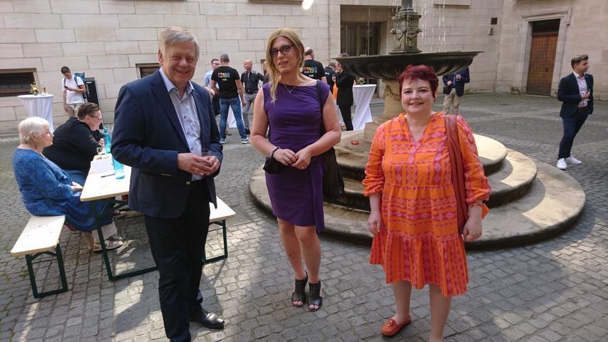 Der CSU-Landtagsabgeordnete Karl Freller mit den Grünen-Landtagsabgeordneten Tessa Ganserer und Verena Osgyan.