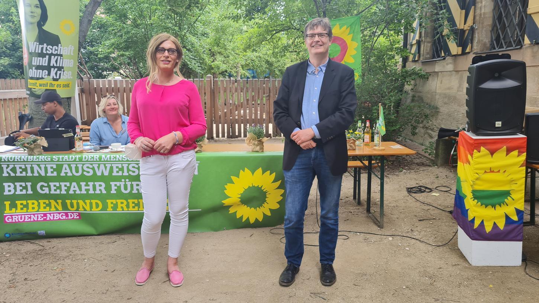 In Wahlkampf-Laune: Tessa Ganserer und Sascha Müller gehen mit Blick auf die Bundestagswahl für Bündnis 90/Die Grünen als Nürnberger Direktkandidaten ins Rennen.