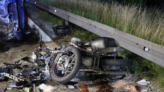Gegen Kleintransporter geprallt: Motorradfahrer stirbt auf A6 im Kreis Ansbach