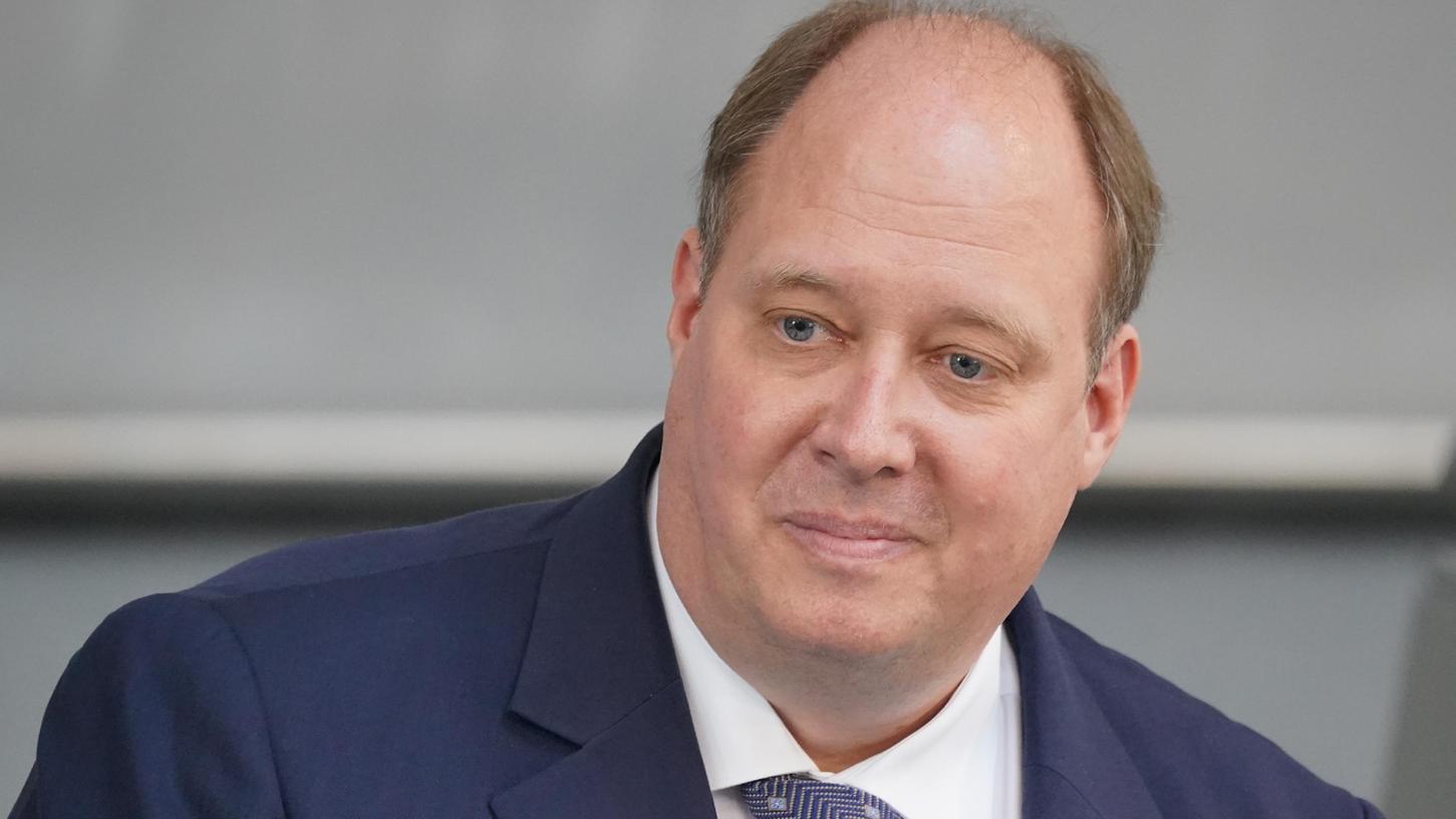 Kanzleramtsminister Helge Braun (CDU) hat die Menschen zur Corona-Impfung aufgerufen und mögliche Einschränkungen im Herbst für Ungeimpfte angekündigt.