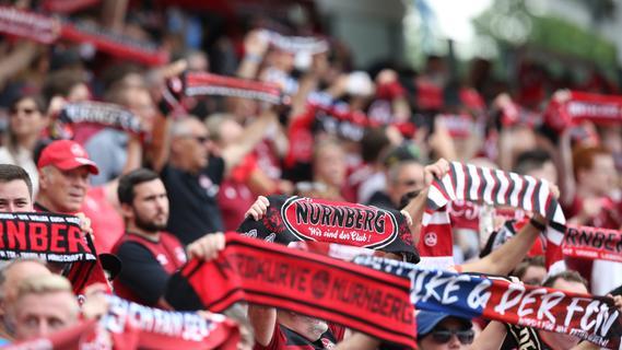 Endlich wieder Gänsehaut! FCN-Fans feiern Rückkehr ins Stadion