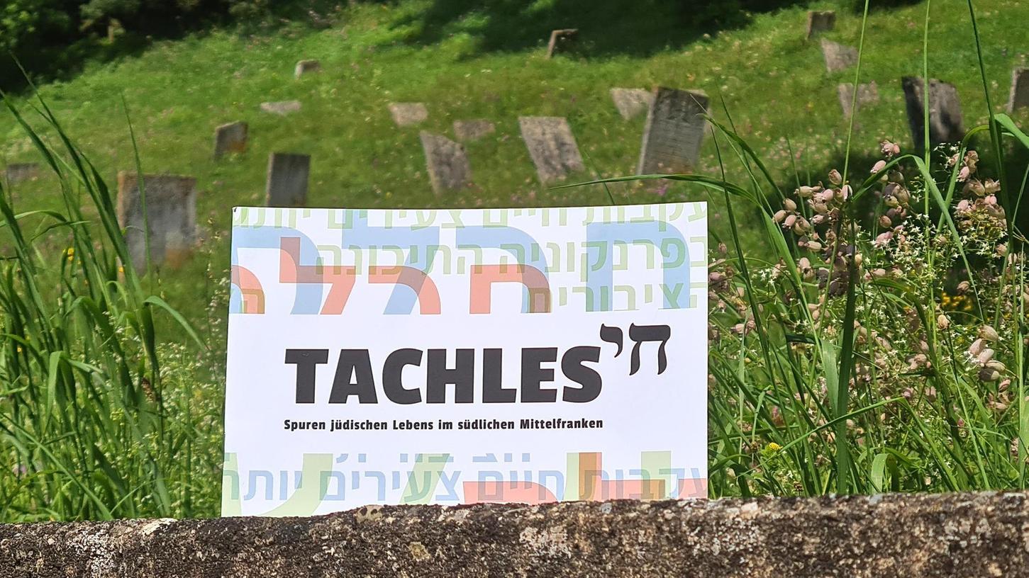 """Niederschwellig und dennoch voller Information: Die Broschüre """"Tachles - Spuren jüdischen Lebens im südlichen Mittelfranken"""" ist nicht nur optisch, sondern auch inhaltlich äußerst gelungen."""