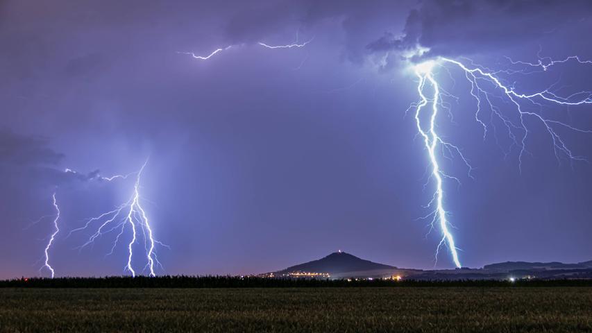 Hagel, Starkregen, Sturmböen: DWD warnt vor schweren Gewittern in Franken