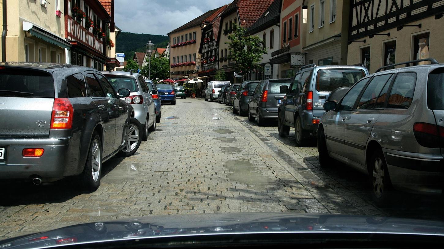An der Hauptstraße in Ebermannstadt sind die Straßenschäden für jeden sichtbar.