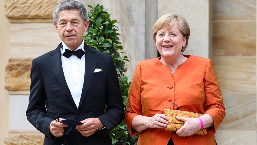 Polit-Prominenz in Bayreuth: Merkel, Söder und Co zeigen sich in edlen Roben