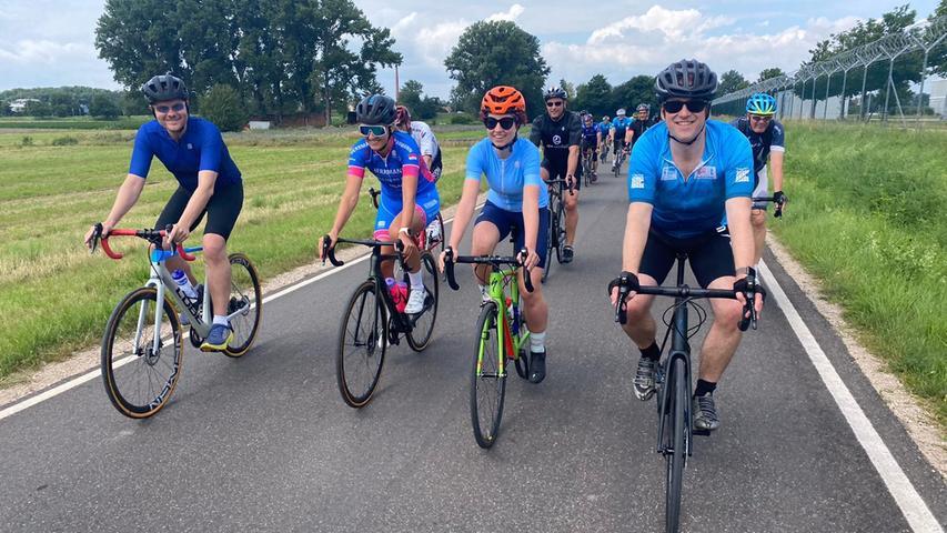 Die Geschwindigkeit beim Rennradfahren hat die beiden Oberbürgermeister begeistert, die hoffen, dass immer mehr Menschen aufs Rad umsteigen. Muss ja kein Rennrad sein.