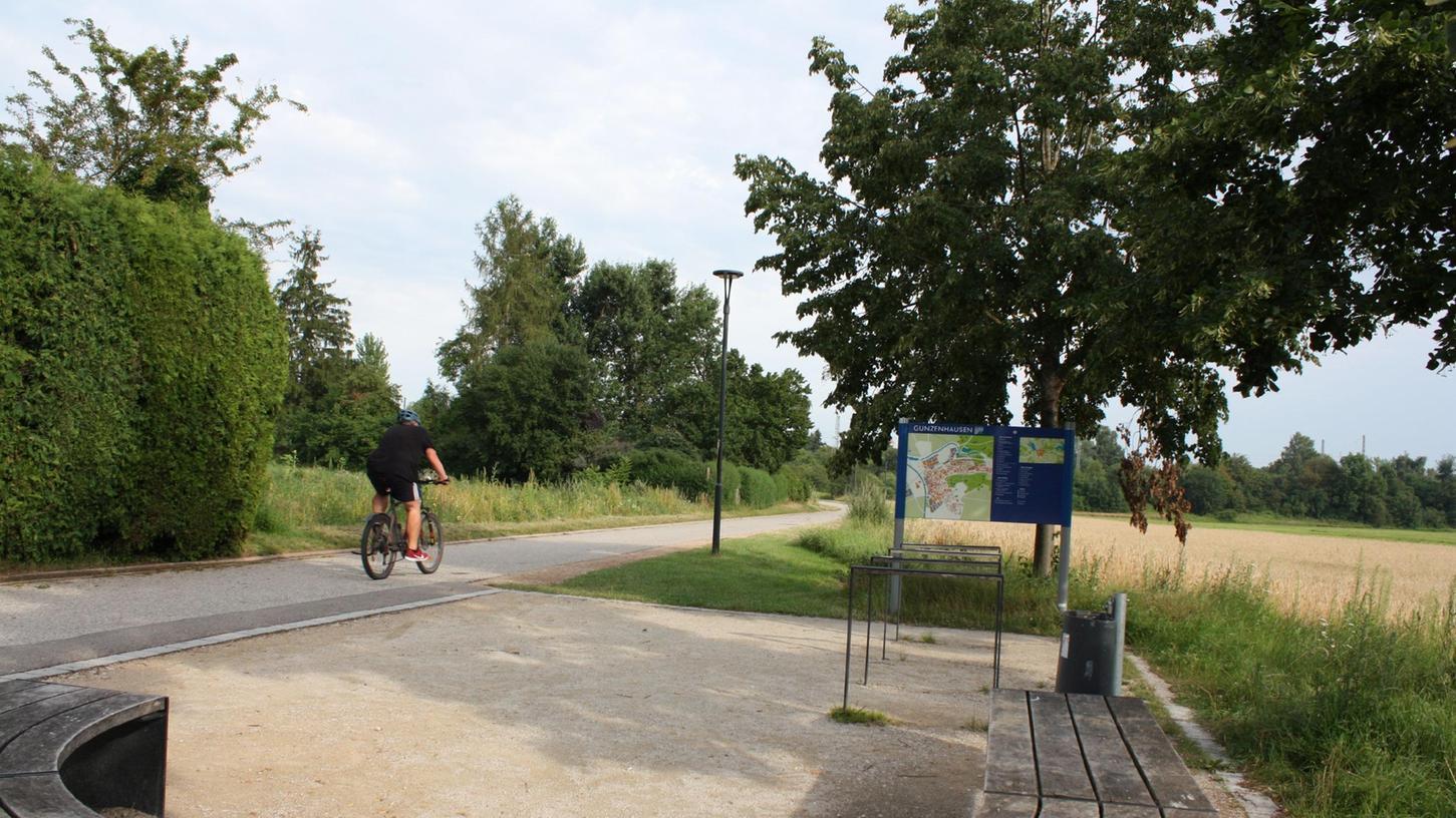 Mit einem Skulpturenweg soll die Seepromenade von Gunzenhausen zum Altmühlsee weiter aufgewertet werden. Eines der acht Kunstwerke soll hier an der Sitzgruppe seinen Platz bekommen.