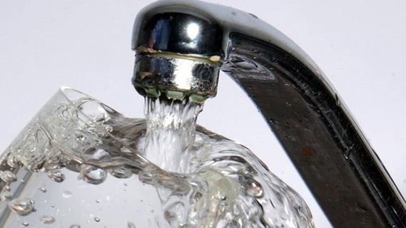 Bakterien im Trinkwasser: Noch keine Entwarnung